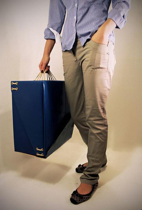 Картонный чемодан